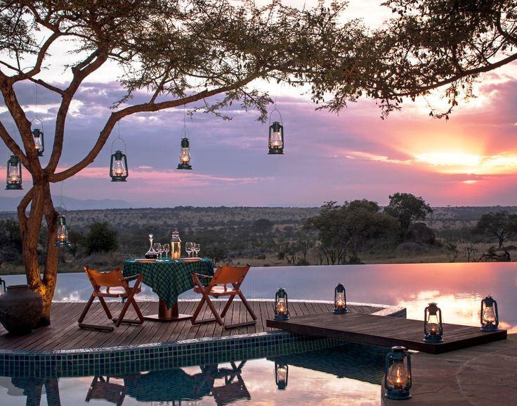 With a sultry sunset over the Serengeti, dinner is served at @Four Seasons Safari Lodge Serengeti.