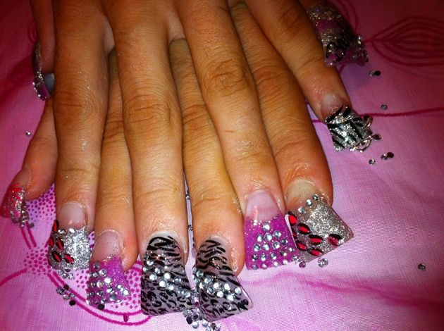 hahahahah.. flare nails out of control