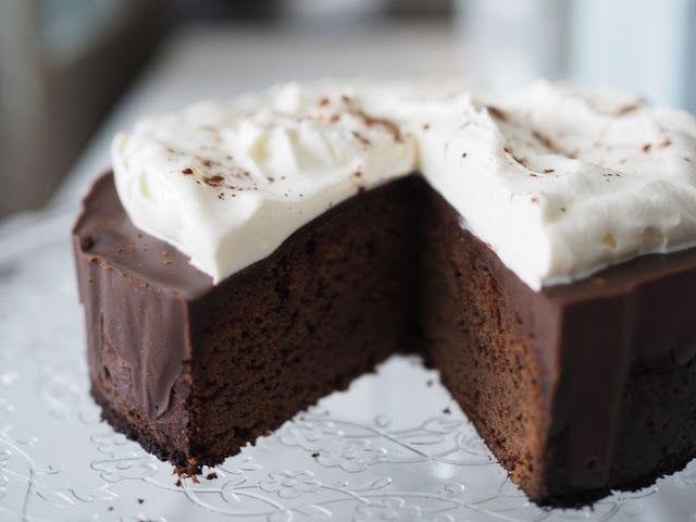 Helppo suklaakakku juhliin
