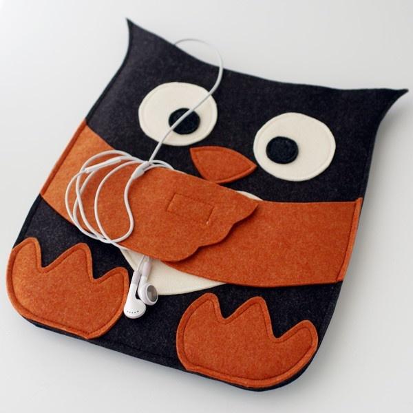 Un gufetto per tenere in ordine le cuffiette e il telefono o mp3 (Handmade Gifts | Independent Design)