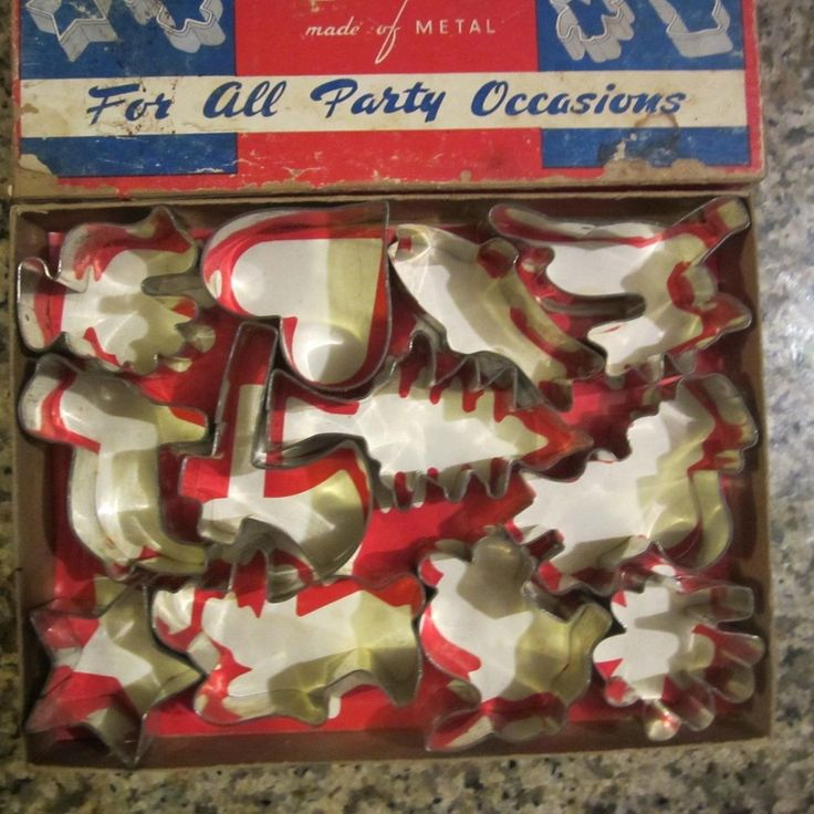 VINTAGE kitchen Set of 12 tin COOKIE CUTTERS holidays original box midcentury in Collectibles, Vintage, Retro, Mid-Century, 1950s | eBay