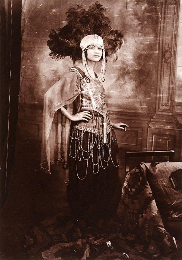 African-American Women in the Early 20th Century Through James Van Der Zee's Lens