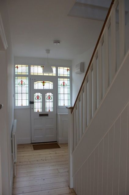 Traditional Entrance by Oasys Property Solutions