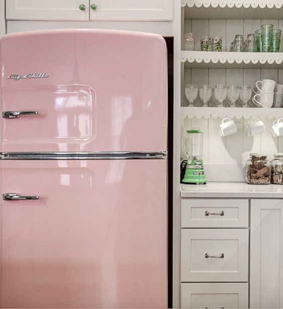 The Great American Fridge is back! Amazing modern made classic fridges made to look like 1950's models! Big Chill make Retro fridges unlike no other.