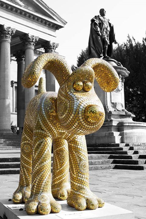 """The Gromit Unleashed statue of the day is this glorious, glimmering """"Golden Gromit"""" created by Julie Vernon Mosaics!"""
