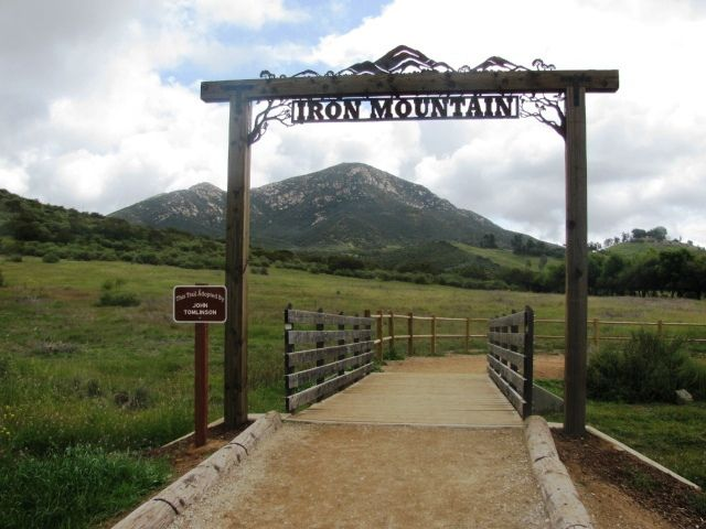 Iron Mountain–One of the most popular hikes in San Diego County (One of my favorite San Diego hikes... and an excellent review/site!!)