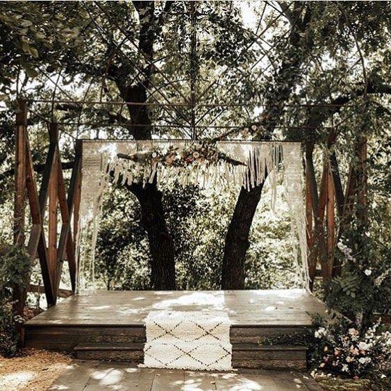 Picturesque moment shared by @ivy_wool ✨ Gorgeous wedding backdrop!  #weddingdecor #weddingbackdrop #macrame #fiberart #rockmountainco #loveyourshopsweeps
