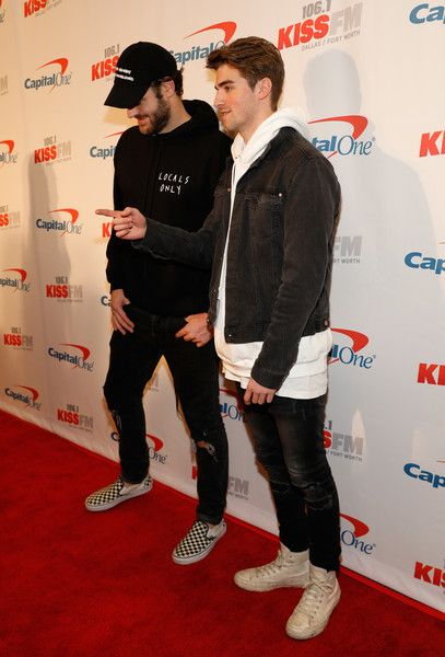 Andrew Taggart Photos Photos - Recording artists Alex Pall (L) and Andrew Taggart of music group The Chainsmokers attend 106.1 KISS FM's Jingle Ball 2016 presented by Capital One at American Airlines Center on November 29, 2016 in Dallas, Texas. - 106.1 KISS FM's Jingle Ball 2016 - Press Room