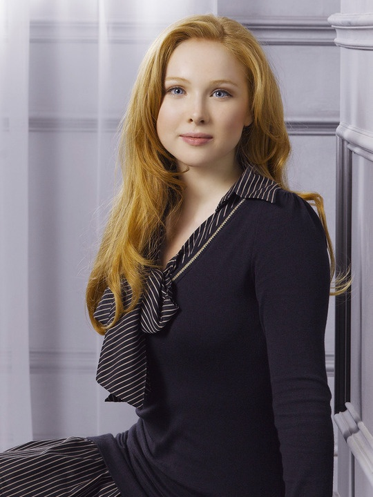 Molly Quinn as Alexis Castle - I think she's beautiful, but natural looking