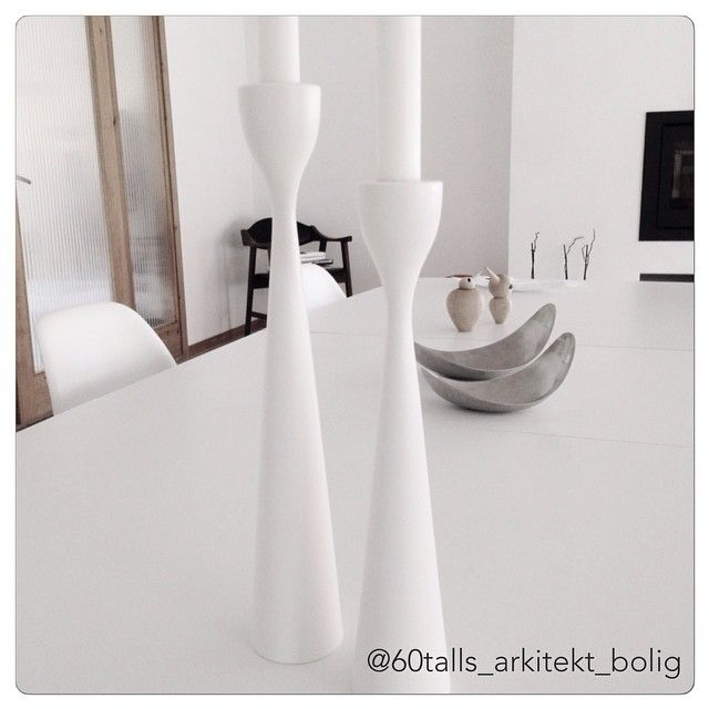 Simply white Rolf™ candlesticks by freemover.se Maria L Dahlberg. Wonderful Scandinavian home Photo: @60talls_arkitekt_bolig