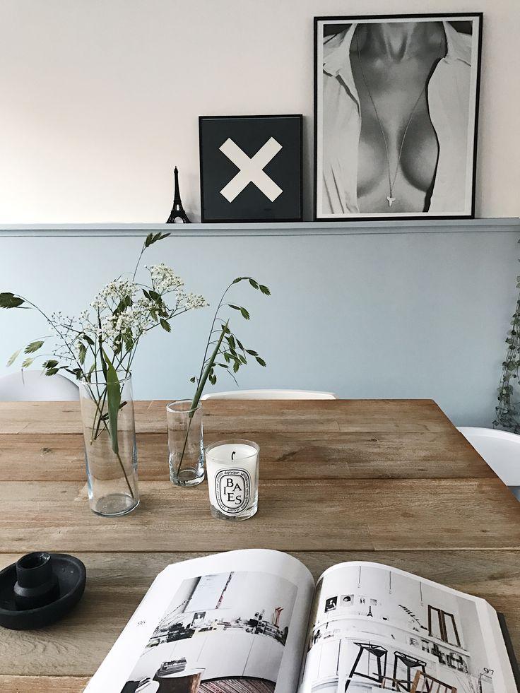 DIY lambrisering in kleur sprankelend van histor - Posters: Sealoe en the XX. Diningroom styling. Cosy corner.