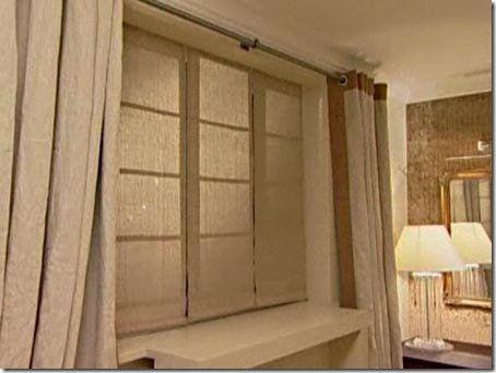 Aprenda como fazer uma cortina romana em casa com sua máquina de costura e algumas ferramentas. Confira as imagens.