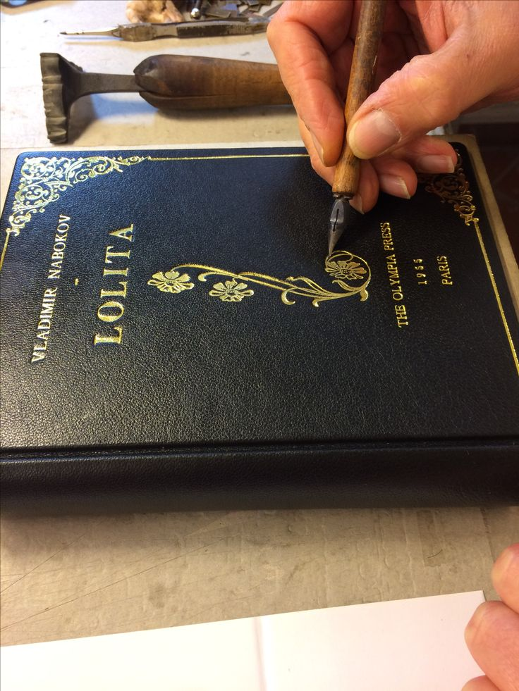 Entirely Handmade by skilled Italian bookbinders