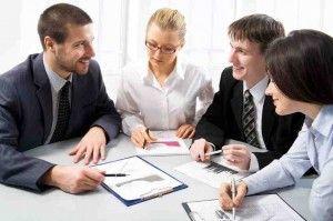 Fremdenfeindlich? Neue Teammitglieder machen misstrauisch - vor allem Ältere.    http://karrierebibel.de/fremdenfeindlich-neue-teammitglieder-machen-misstrauisch/