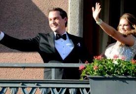 8-Jun-2013 16:48 - ZWEEDSE MADELEINE GEEFT JA-WOORD. In de Zweedse hoofdstad Stockholm hebben prinses Madeleine en de Amerikaanse bankier Chris O'Neill elkaar het ja-woord gegeven. Bruid en bruidegom deden dat beiden in hun eigen moedertaal. Bij de plechtigheid waren 400 gasten aanwezig, onder wie de Deense kroonprins Frederik en de Noorse troonopvolger Haakon. . Prinses Madeleine is de jongste van de drie kinderen van de Zweedse koning Carl Gustaf en koningin Silvia. Zij is de vierde in...