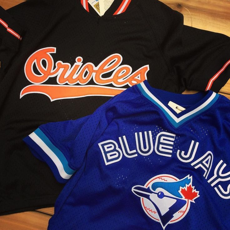 The Jays take on the O's tonight in the first of a very important three game set. Come by our Distillery District gallery before hand and get suited up! . . #baseball #bluejays #jays #mlb #jaysnation #orioles #aleast #rivals #mitchellandness #jersey #sportsapparel #vintageinspired #retro #throwback #thesportgallery #distillerydistrict #distilleryto #shoptoronto #shoplocal #hypetoronto