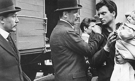 Franco Interlenghi, right, with Paolo Stoppa in Processo alla Città (The City Stands Trial, 1952), directed by Luigi Zampa.