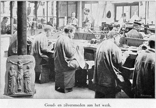 Interieur van de Edelsmederij Brom (Drift 15) te Utrecht: werkplaats van de goud- en zilversmeden, 1910