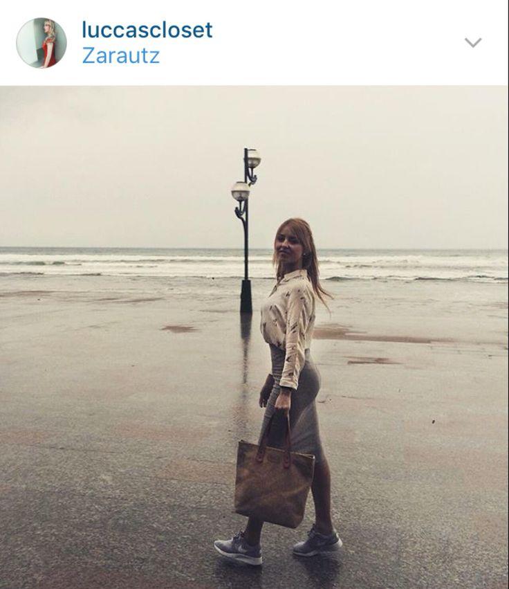 @luccascloset con uno de nuestros bolsos por Zarautz