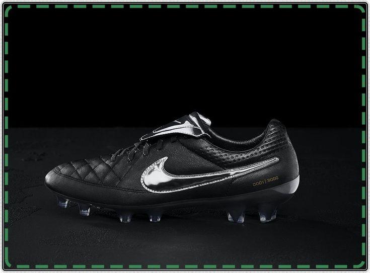 Fransesco Totti Jadi Ikon Sepatu Bola Baru Nike