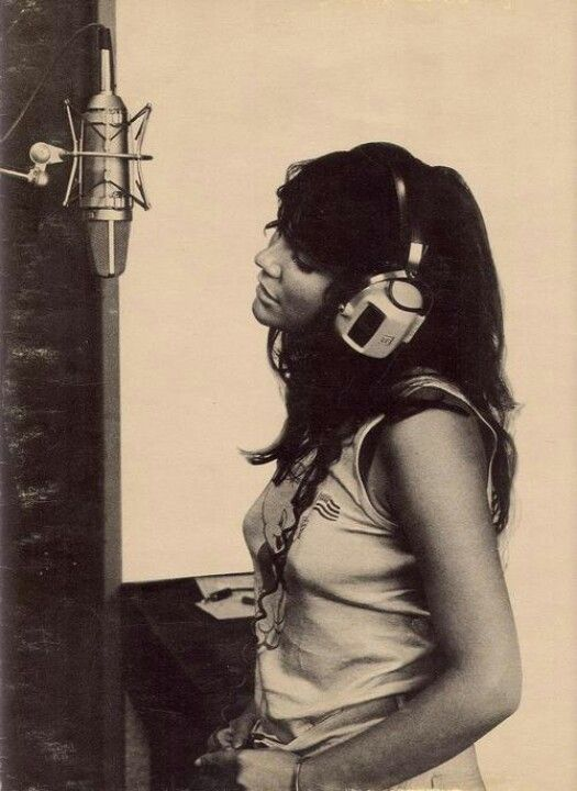 Linda Rondstadt at Muscle Shoals (Alabama). Early 1970's.