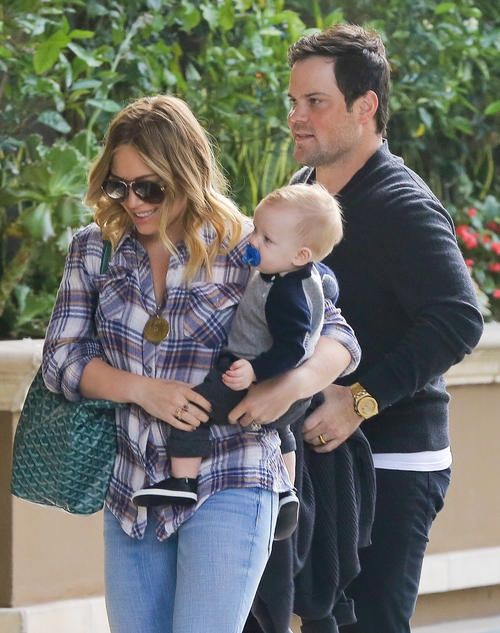 What a cute family! Mike Comrie and Hilary Duff out with son Luca.