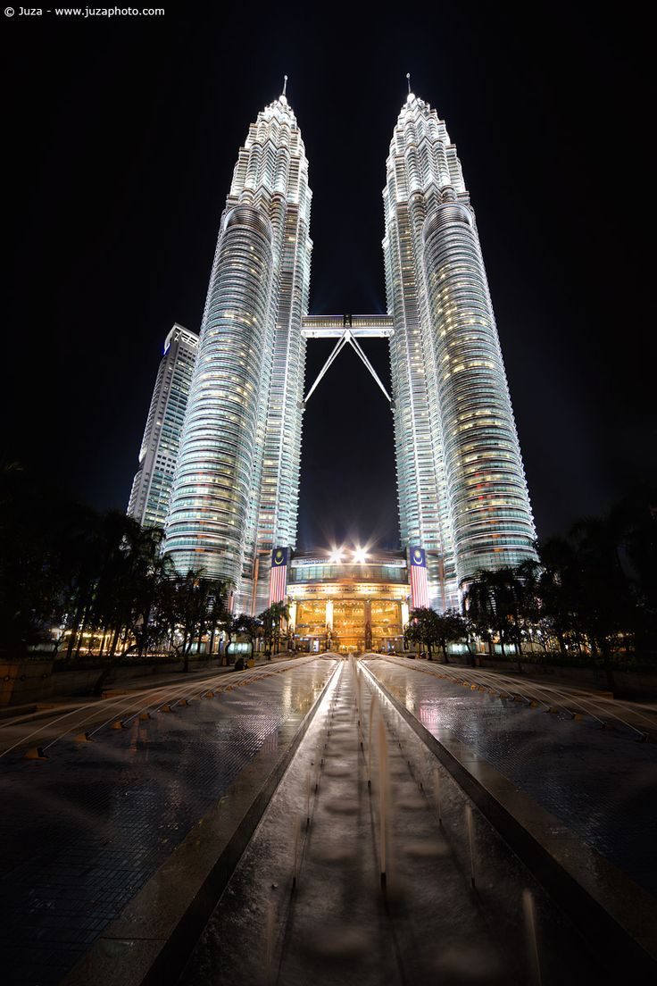 The Petronas Towers are twin skyscrapers in Kuala Lumpur, Malaysia. They were the tallest buildings in the world from 1998 to 2004, but remain the tallest twin buildings ever built. Completed 1.4.1994, architect: César Pelli.