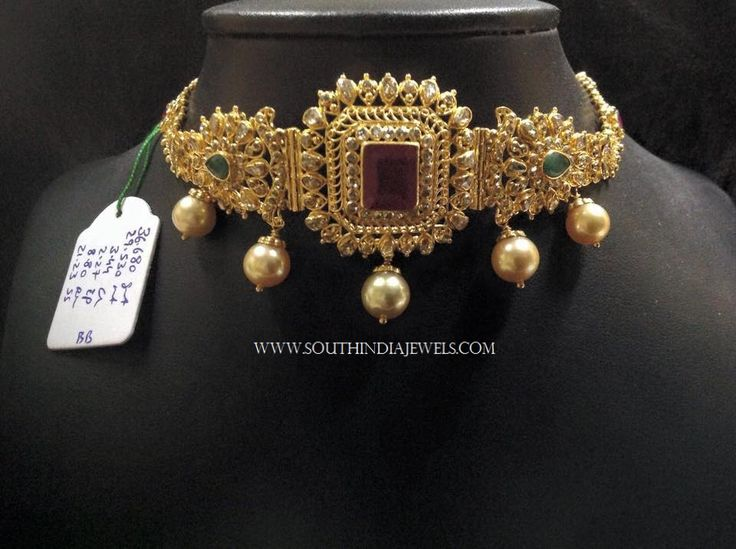 Short Gold Choker Necklace With Pearls, Short Gold Necklace Designs, Latest Short Gold Choker Necklace Models.