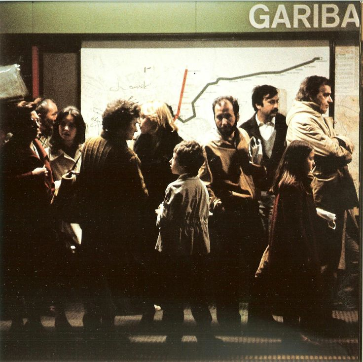People waiting for the subway train at Garibaldi station. The picture was taken between 1972 and 1981, since the map on the wall shows line 2 with just one branch towards East reaching Gorgonzola.