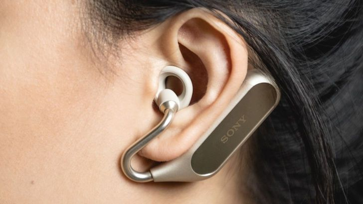 Sony Xperia Ear Duo wireless headset with the technology of open sound autonomy cedar ear xperia duo Google Assistant Keddr Music MWC 2018 News outdoor sound Price Siri Sony virtual assistant wireless headset | #Tech #Technology #Science #BigData #Awesome #iPhone #ios #Android #Mobile #Video #Design #Innovation #Startups #google #smartphone |