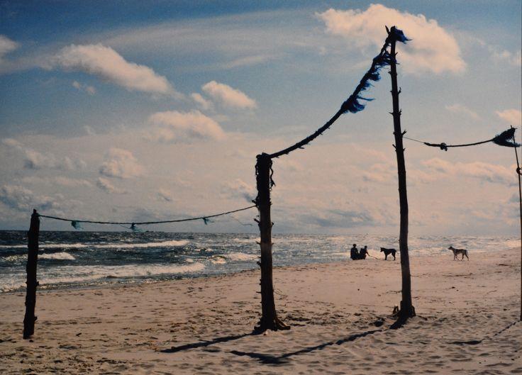 "Yury Ermolenko, ""HEAVENLY GATE II"" (Land art project ""Baltic - Hel""), 2003, Hel Peninsula, Baltic Sea, Poland #YuryErmolenko #юрийермоленко #ЮрийЕрмоленко #yuryermolenko #юрiйєрмоленко #ЮрiйЄрмоленко #юрийермоленкохудожник #landart #balticsea #sea #sky #amazing #RapanStudio #photo #photography #metaphysics #metaphysical #philosophy #installation #лэндарт #инсталляция #art #contemporaryart #modernart #magic #texture #лэндарт #poland #hel #helpeninsula #artproject #искусство #creative"