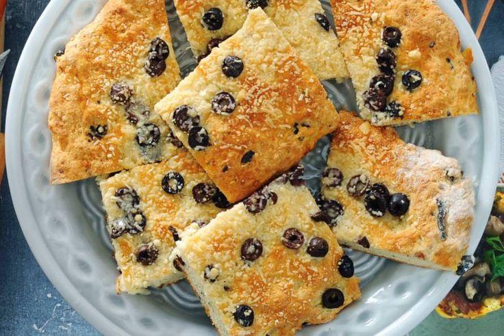 Zelf brood maken geeft zo veel voldoening! Geen uren rijzen en kneden, maar al na 15 minuten de oven in - Recept - Olijvenbrood met truffelolie en parmezaan - Allerhande