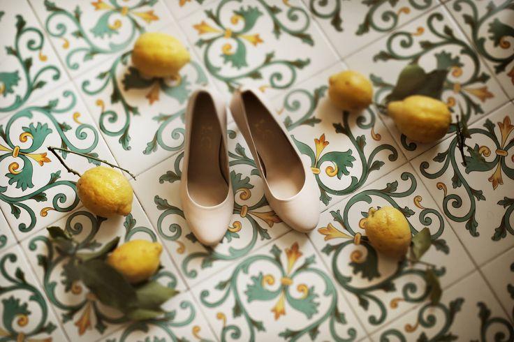 bride's shoes, Wedding Day, peach, green and white colors, Hotel Bonadies, ravello, Olga Studio, Sposa Mediterranea, Federica Wedding Planner