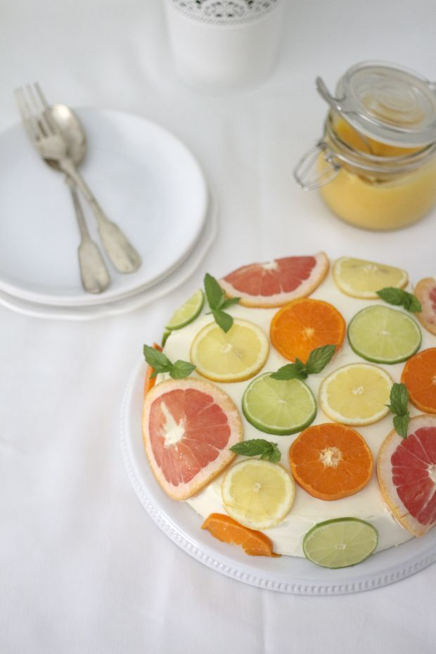 Coconut Cake with Citrus via:www.migalhadoce.com