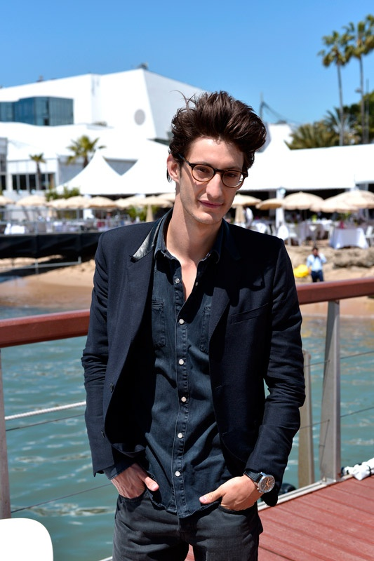 42 best images about pierre niney on pinterest medium brown hair interview and physique. Black Bedroom Furniture Sets. Home Design Ideas