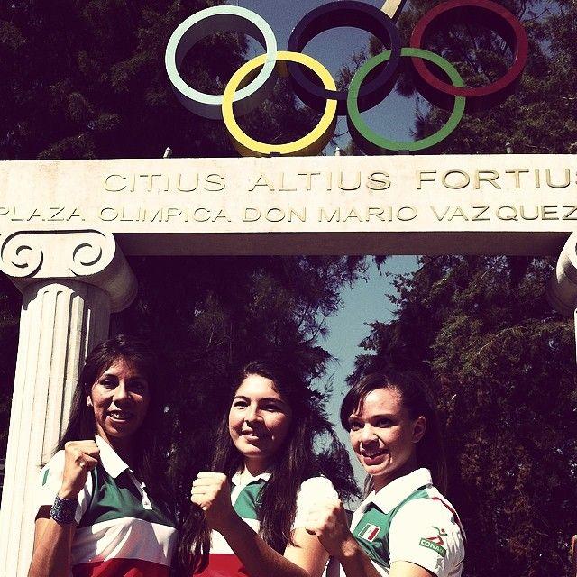 En el abanderamiento de la Selección Mexicana Femenil de Karate