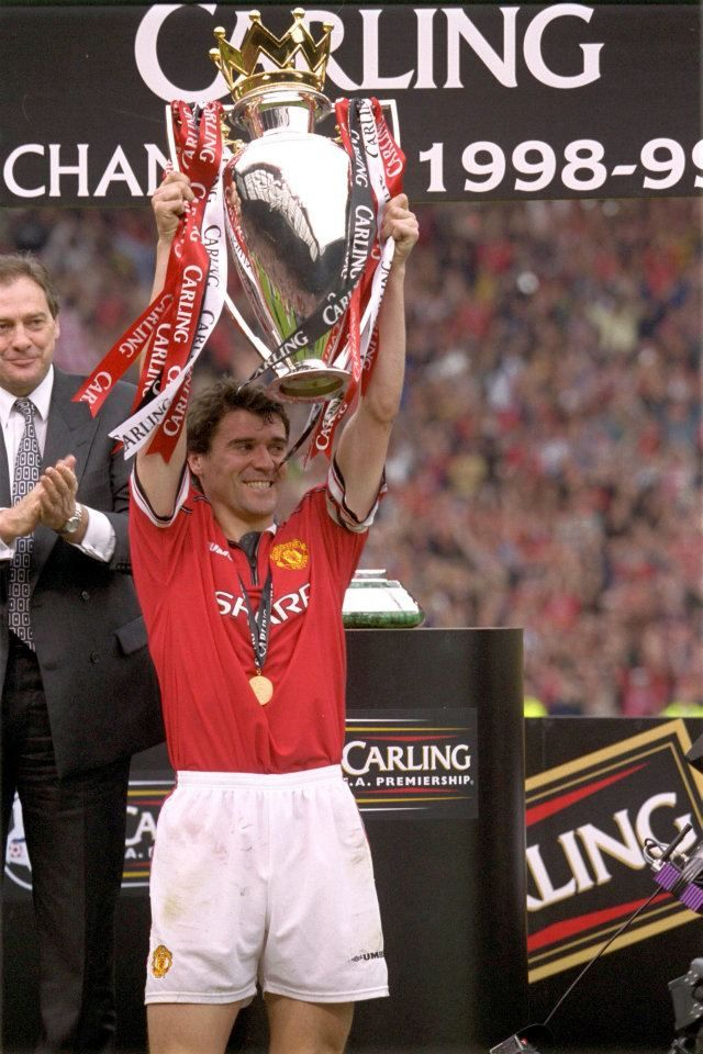 Roy Keane lift the Premier League trophy, 1999