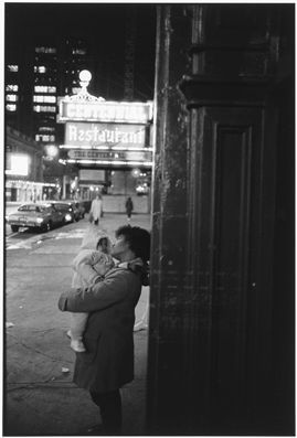 Tom Arndt, Mother and Child, Chicago 1987 ©Tom Arndt/ Courtesy Les Douches la Galerie Paris