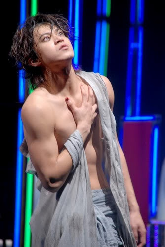 Oguri Shun (小栗 旬) - in the play Caligula.