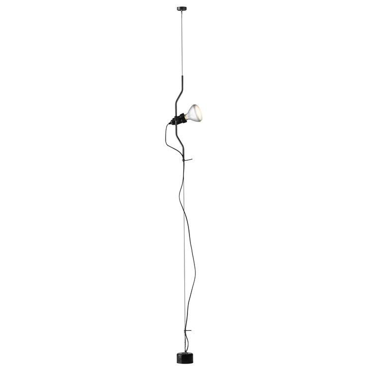Flos Parentesi Hanglamp loopt helemaal van het plafond tot de vloer en is ideaal voor het verlichten van een bepaald object of gebied. Wil je een kunstwerk uitlichten of opvallende design verlichting ophangen? Dan zit je goed met Parentesi van Flos.