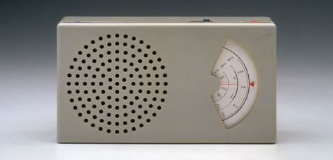 http://www.gizmodo.com.au/2011/10/15-classic-braun-gadgets-that-inspired-apple/