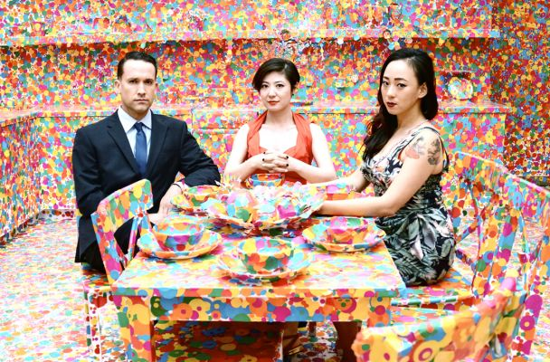 Xiu Xiu, er navnet på et eksperimentielt band fra Californien der, på deres egen avantgardistiske facon, har fortolket musikken fra David Lynch's kultserie Twin Peaks, som er vendt tilbage efter 25 års pause.