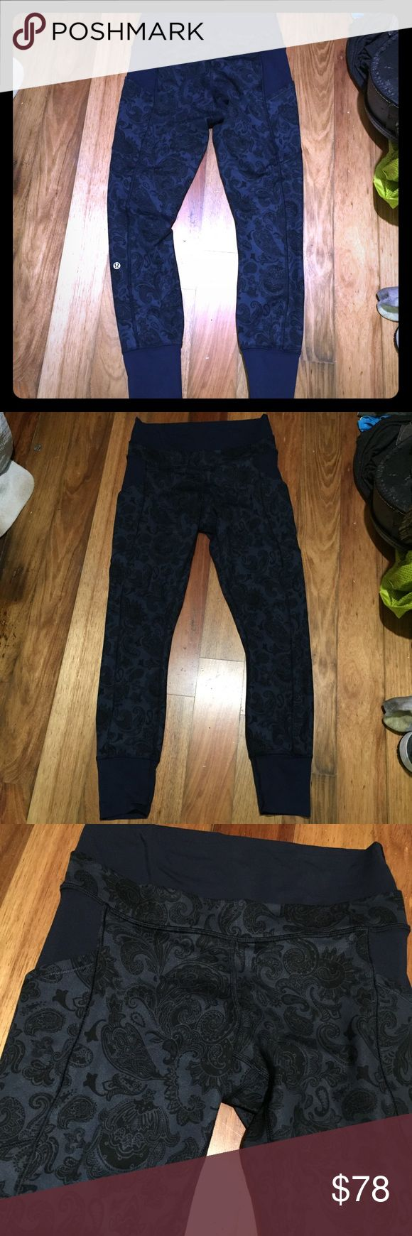 Lululemon inkwell navy paisley en route crop pant Size 6 en route pants. Double waistband. Nice and stretchy with side pockets. Excellent condition. lululemon athletica Pants