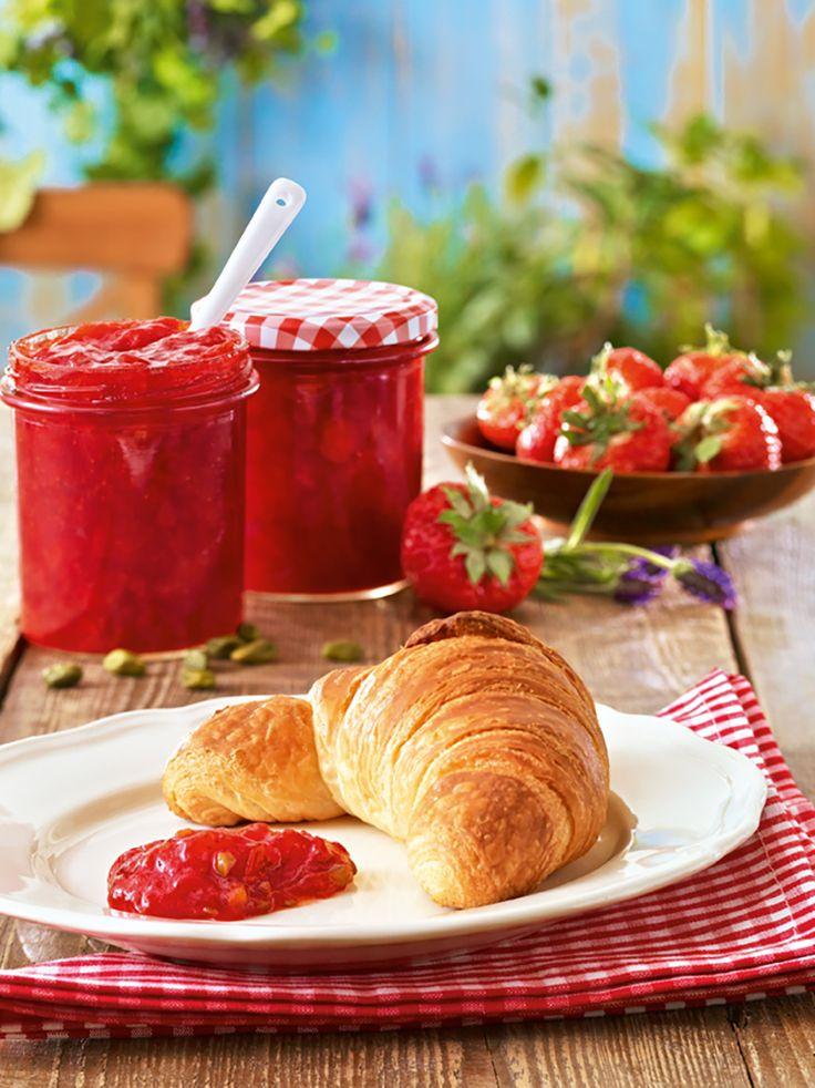 Kreative Erdbeerkonfitüre Eine fruchtige Konfitüre mit vielen Variationen