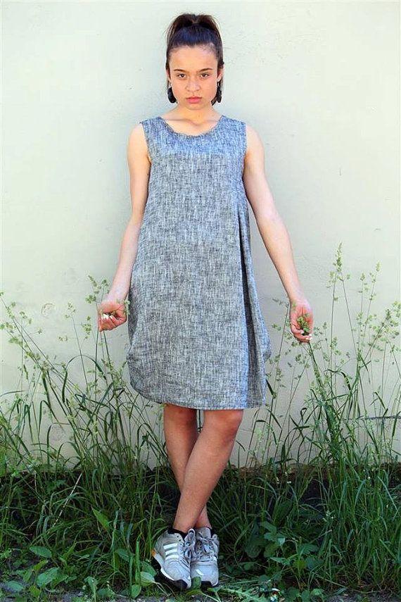 Benvenuto a Peushop. Il più colorato negozio su Etsy!  Unico e confortevole loose fit vestito grigio, fatto a mano da pre lavato tessuto lino e cotone. Ha due tasche sui fianchi. Si può indossare con i pantaloni anche :)  Questo abito è perfetto per il caldo estivo.  60% lino. 40% lino. Made in EU.  Dimensione Length(in/cm) anteriore posteriore Length(in/cm) petto Width(in/cm) XS 37/94 35,5/90 18/45 S 37/95 36/92 18/46 M 37/95 36/92 20&#x...