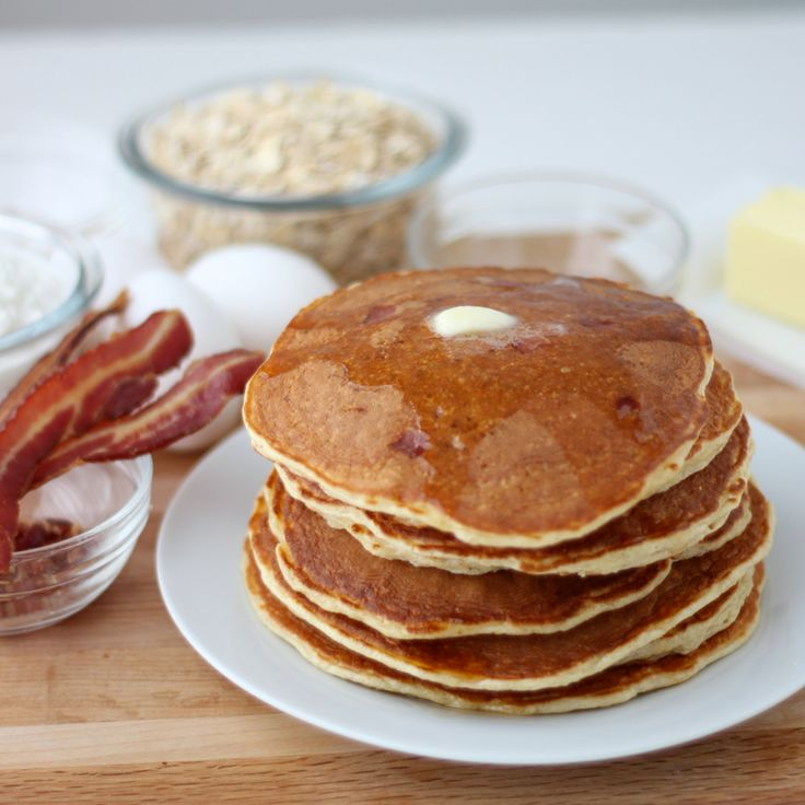 Enjoy the classic breakfast pair of pancakes and bacon in these high protein pancakes that are low in sugar and can be gluten free ~ Bacon Protein Pancakes recipe from Living Well Kitchen @memeinge