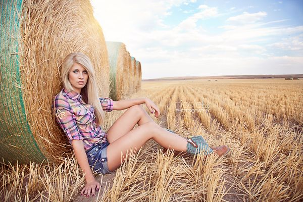 17 Best images about senior girl photography {posing ideas ...