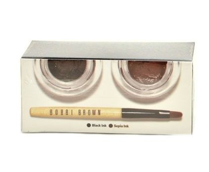 The Bobbi Brown Long Wear Gel Eyeliner Duo consists of 1 black ink gel eyeliner, 1 sepia ink gel eyeliner with 1 mini ultra fine eye liner brush. It is tested by the experts and causes no harm to the skin