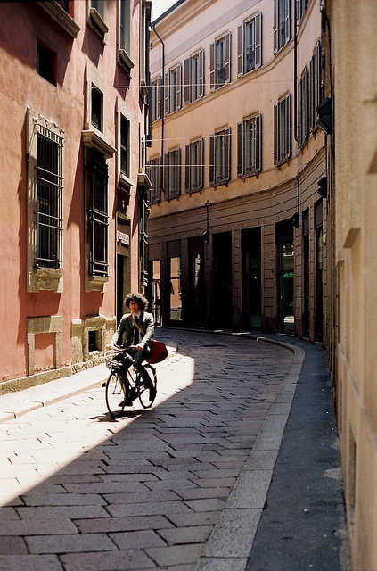 Milan, Italy | Lombardy share your #travel experience with us #tripmiller! www.thetripmill.com