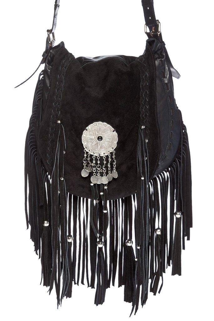 Bolso de cuero negro con flecos, correa larga regulable, bolsillo interno. Mide: 30 cm de alto y 30 de ancho Aprox. Pertenece a la nueva colección O/I 2016 de Bendito Pie.
